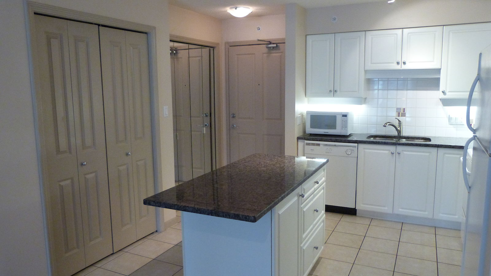 Kitchen Furniture Calgary Calgary Condo For Rent Downtown Inner City Sw Axxis 2 Bed
