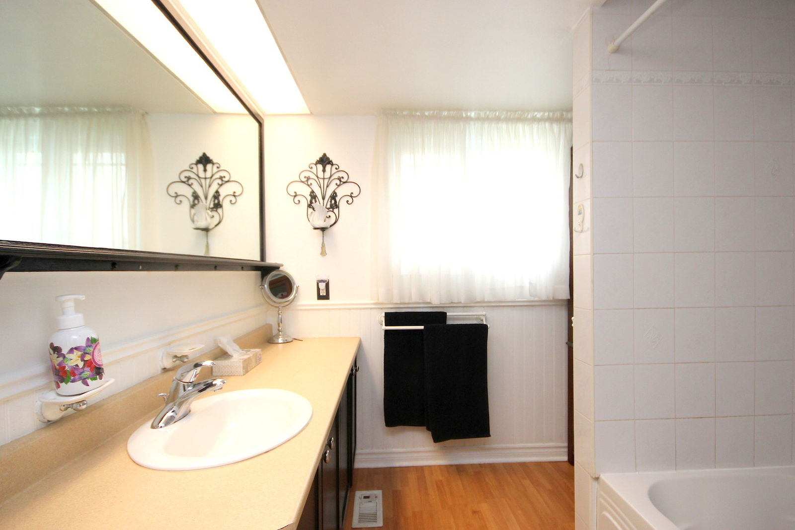 Superb 812 Vinette Cres Interior Design Ideas Clesiryabchikinfo