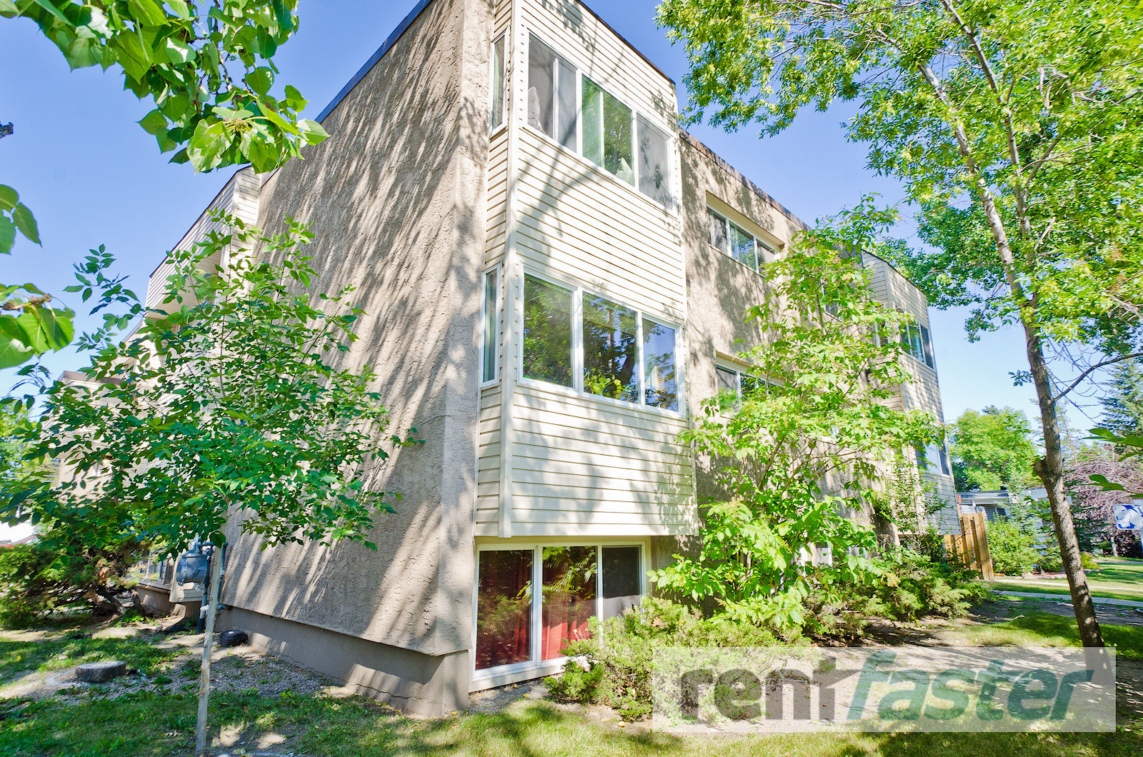Spacious 2-Bedroom Apartment in Chinook Park!