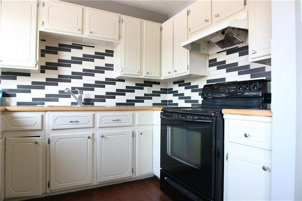 3 Bedroom Townhouse For Rent In Sunridge NE Calgary