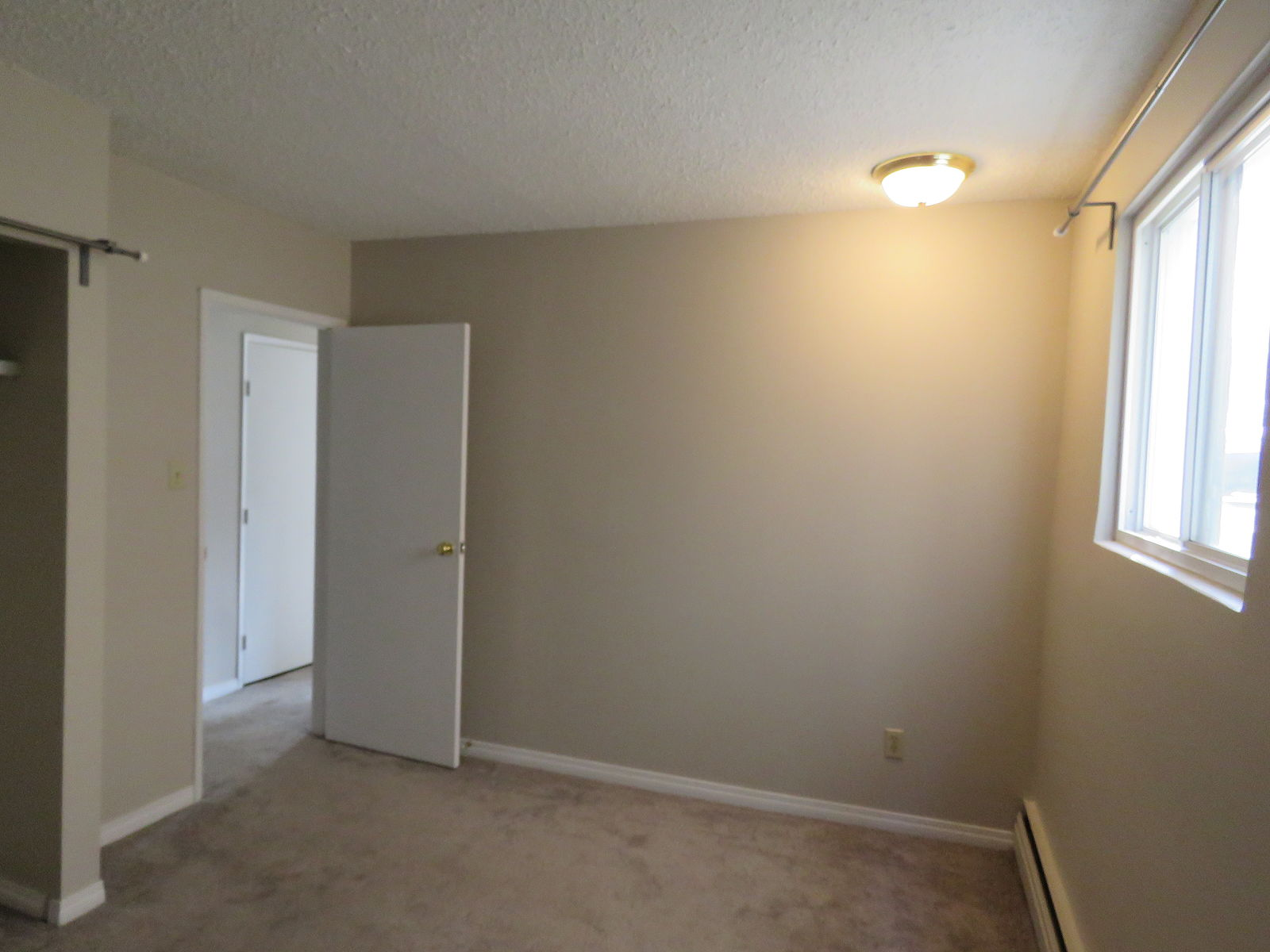Edmonton Pet Friendly Apartment For Rent Queen Mary Park 1 Bedroom Apartment Close To Id