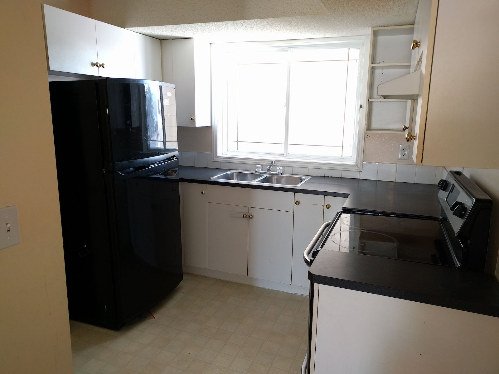 2 BEDROOM TOWNHOUSE FOR RENT!
