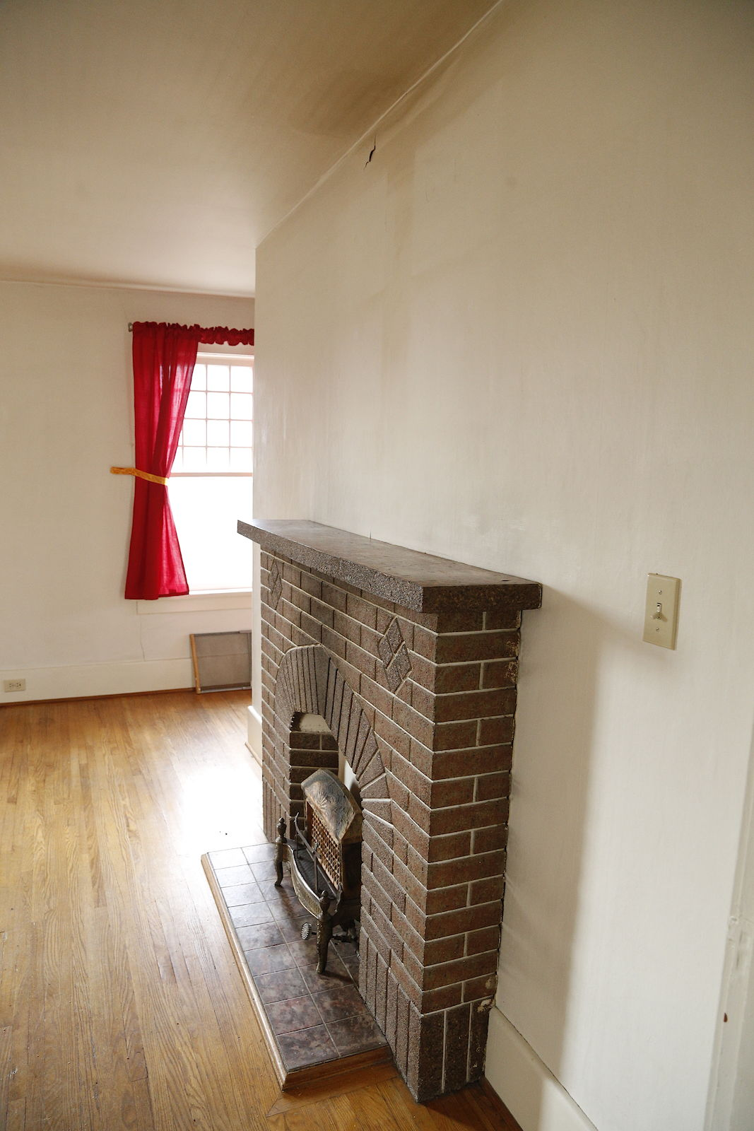 Upper Level Apartment in Houndsfield Heights / Briar Hill