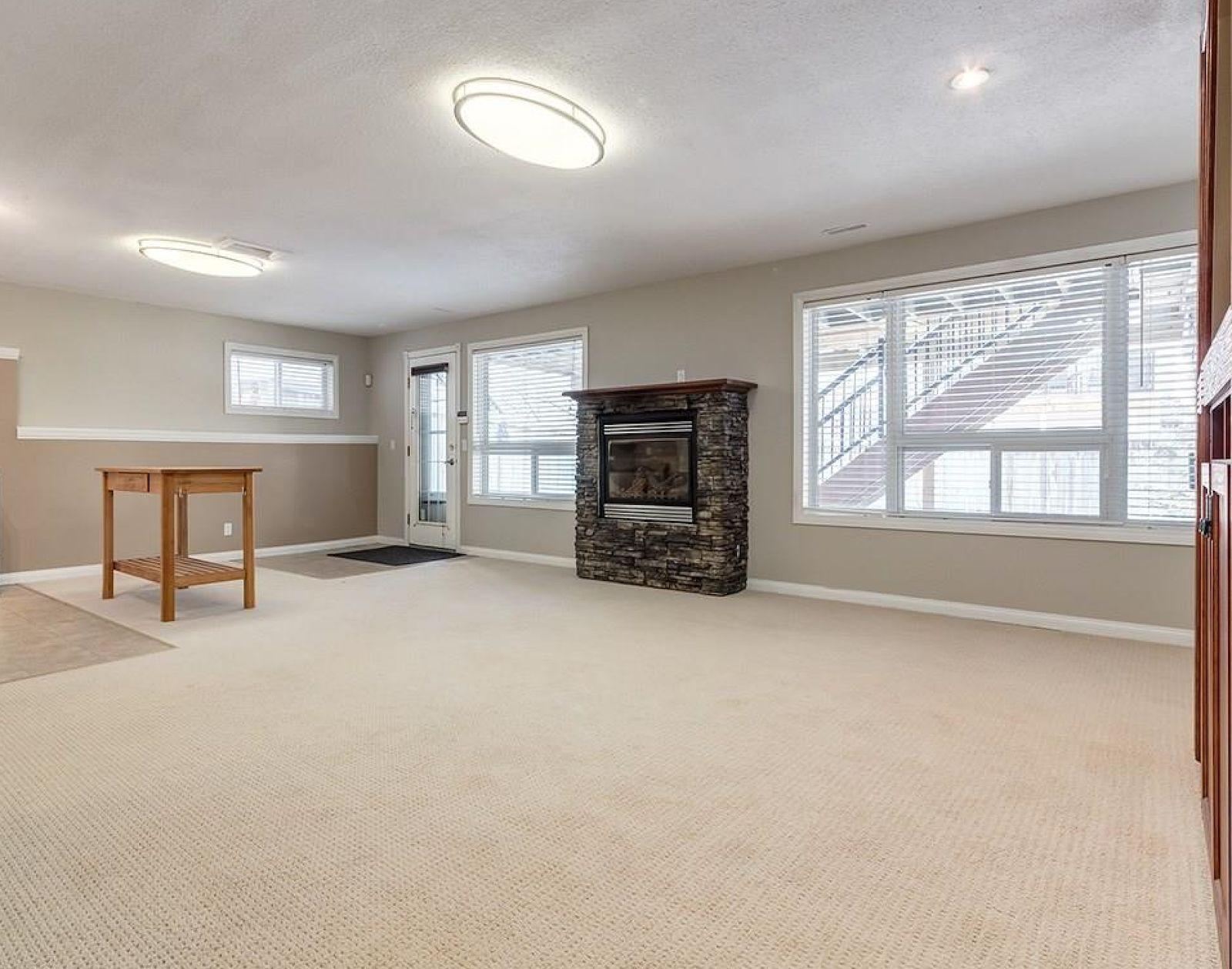 Beautiful bright basement suite! Pet friendly, short term!