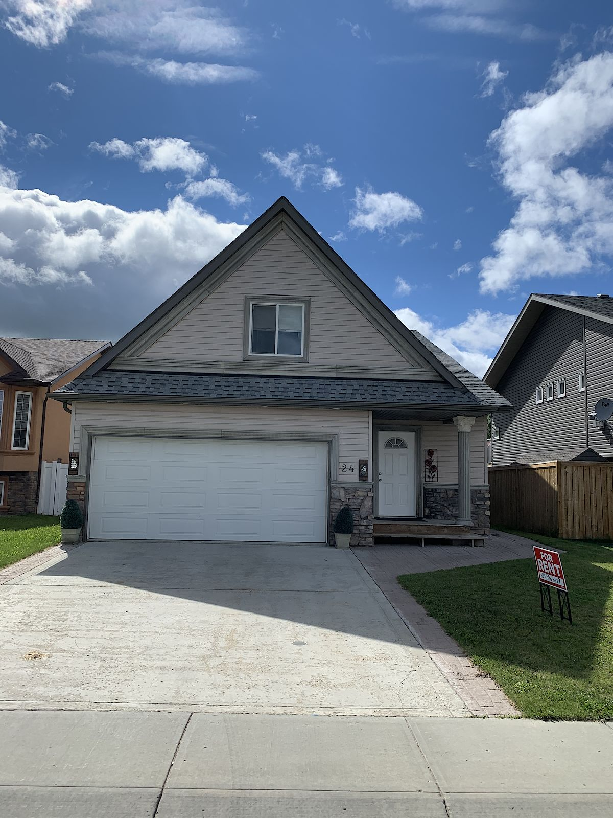 Lacombe 5 bedroom house w/ mother in law suite